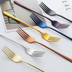 Spring is here and it's calling for a change, let go of your silver fork and brighten up your dinner table with our city cutlery series! Details: plated stainless steel Available in 7 pieces or 4 pieces Lampe Tactile, Catering, Bathroom Posters, Marble Plates, Kitchenware, Tableware, Dining Room Light Fixtures, Utensil Set, Kitchens