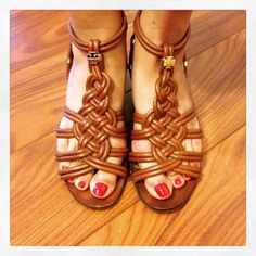 """❤️3x HOST PICK!❤️ Tory Burch Tan Wedge Sandal Gently worn for one season and stored. Has minor scuffs on heels. Inside sole shows signs of use but no rips or tears. ⚠️Unless it is for bundles, I don't negotiate pricing through comments. Please use the """"Offer"""" button if you'd like to negotiate a deal lower than the listed price. Thank you! Tory Burch Shoes Wedges"""