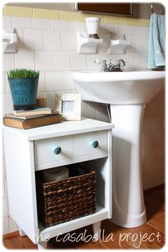 38 Super Ideas Half Bathroom Storage Ideas Pedestal Sink – Image 16 of 25 - Swarm. Pedestal Sink Storage, Pedestal Sink Bathroom, Bathroom Sink Storage, Bathroom Ideas, Bathroom Organization, Bathroom Remodeling, Table Storage, Storage Ideas, Small Storage