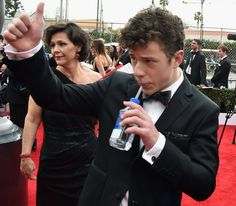 Pin for Later: The Cast of Modern Family Always Has the Most Fun at the SAG Awards Nolan Gould (Luke Dunphy) Modern Family Luke, Morden Family, Top 10 Actors, Phil Dunphy, Tuxedo For Men, Family First, Reaction Pictures, Movies Showing, Best Part Of Me