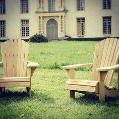 "21 mentions J'aime, 2 commentaires - nicolas&nicolas (@nicolasetnicolas) sur Instagram : ""Adirondack chairs. Fauteuils de jardin en chêne massif by Nicolas & Nicolas #madeinfrance…"" Adirondack Chairs, Outdoor Chairs, Outdoor Furniture, Outdoor Decor, Made In France, Instagram Posts, Home Decor, Gardens, Solid Oak"