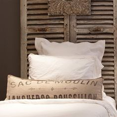 Old shutters as a headboard.vintage. old shutters. persianas antiguas. decoration. decoración