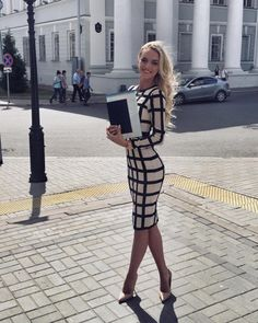 29 Monday Fashion Looks To Look Cool And Fashionable - Global Outfit Experts Business Dresses, Business Casual Outfits, Professional Outfits, Classy Outfits, Chic Outfits, Sexy Outfits, Sexy Work Outfit, Classy Dress, Tight Dresses