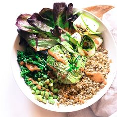 "2,766 Me gusta, 20 comentarios - MADE BY PLANTS  (@buddha_bowls) en Instagram: ""@thefitfabfoodie's bowl that has 20grms of protein! Freekeh, edamame, broccoli, zucchini curls…"""