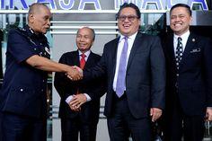 Tindakan polis terhadap SPRM, tiada tangan tersembunyi kata Jazlan - http://malaysianreview.com/137553/tindakan-polis-terhadap-sprm-tiada-tangan-tersembunyi-kata-jazlan/