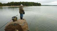 Lapissa kalastetaan paljon. Useimmat ihmiset tienaavat rahansa kalastamalla ja myymällä saalinsa. Tehnyt Aada