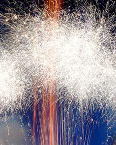 A dazzling firework display after a wedding in Elkhorn, Wisconsin Sparklers Fireworks, Fireworks Art, Wedding Fireworks, Guy Fawkes, Elkhorn Wisconsin, Firework Nail Art, Melbourne, All Of The Lights, Boy Meets Girl