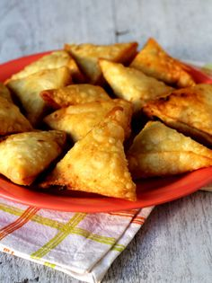 Crispy Onion Samosa Recipe is one of India's classic evening snacks recipes. Popular as Irani samosa, it has a crisp exterior with a spiced onion stuffing. Indian Snacks, Indian Food Recipes, Vegan Recipes, Snack Recipes, Cooking Recipes, Indian Foods, Indian Dishes, Vegan Meals, Comida India