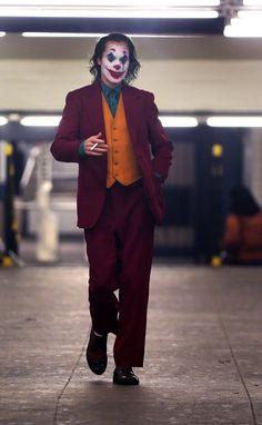 Joker Quotes, get some inspirations from these inspirational life quotes; Most memorable quotes from Joker, a movie based on film. Find important Joker Quotes from film. Joker Quotes about who is the joker and why batman kill joker. Le Joker Batman, Der Joker, Joker And Harley Quinn, Batman Arkham, Batman Art, Batman Robin, Joker Hd Wallpaper, Joker Wallpapers, 8k Wallpaper