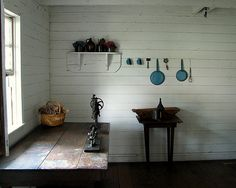 Amish house interior ~ Amish Home Inside ~ Sarah's Country Kitchen ~ Wabi Sabi, Interior Design Kitchen, Kitchen Decor, Kitchen Designs, Simple Interior, Farmhouse Interior, Kitchen Stuff, Amische Quilts, Amish House