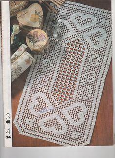 Moje Heklanje By Rada 491 Crochet Table Runner Pattern, Crochet Placemats, Doily Patterns, Crochet Patterns, Heart Diagram, Crochet Dollies, Crochet Hearts, Filet Crochet Charts, Fillet Crochet