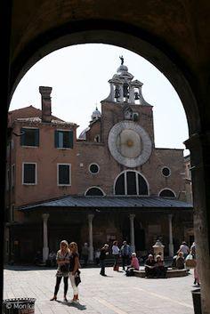 Meeting place near the Rialto market, Venice. Monika Caban
