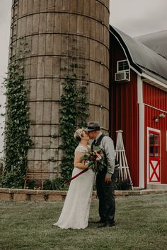 A bride and groom kiss during their first look at the Barn at Jean Acres. On the blog we shared six reasons you should do a first look before your wedding. Wedding Day Tips, Wedding Day Timeline, Wedding Advice, On Your Wedding Day, Perfect Wedding, Bridal Photoshoot, Bridal Session, Bridal Tips, Bride Photography