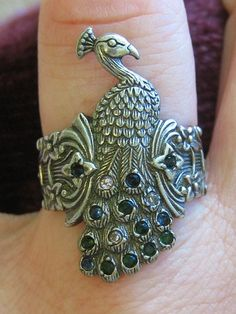 awesome vintage ring! @Vanessa Samurio Thornton begin_of_the_skype_highlighting     end_of_the_skype_highlighting