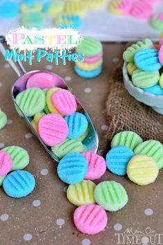 You will to make these Pastel Mint Patties and they take only minutes to make. They really are pretty as a picture and they are perfect for your Easter Celebrations. You will also to try out the Cream Cheese Mints. Easter Candy, Easter Treats, Easter Food, Holiday Treats, Holiday Recipes, Christmas Snacks, Holiday Cookies, Pastel Mint, Pretty Pastel