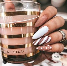 60 Stunning festive Christmas nail art designs # Christmas nail art designs Random nail designs Related posts: The cutest and festive Christmas nail designs to celebrate The cutest … Xmas Nails, Holiday Nails, Halloween Nails, Christmas Nails 2019, Holiday Makeup, Christmas Nail Art Designs, Nail Designs Spring, Christmas Art, New Years Nail Designs