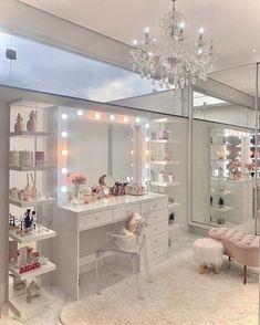 Teen Bedroom Designs, Room Design Bedroom, Home Room Design, Room Ideas Bedroom, Wall Clock For Bedroom, Study Room Decor, Luxury Bedroom Design, Decor Room, Pink Bedroom Decor