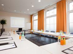 Für geschäftliche Veranstaltungen mit bis zu 36 Personen bieten die zwei Tagungsräume des carathotel Düsseldorf mit moderner Kommunikationstechnik den geeigneten Rahmen.