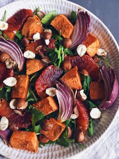 Salade d'hiver patate douce, noix de pécan, orange sanguine