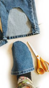 muntaipale - fabrics and sewing fun: DIY: slippers from jeans - sewing instructions 💙 Diy Sewing Projects, Sewing Projects For Beginners, Sewing Hacks, Sewing Tutorials, Sewing Crafts, Jean Crafts, Denim Crafts, Blue Jean Shoes, Sewing Machine Basics