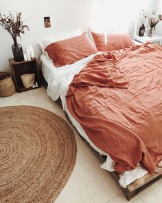 ....🍂my bed🍂.... I been a 'white sheet' girl all my life... but loving this colour pop! ...my new linens...🌾 ...terracotta desert rose…