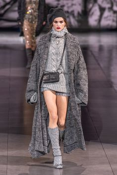 Dolce & Gabbana at Milan Fashion Week Fall 2020 - Runway Photos 2020 Fashion Trends, Fashion Mode, Fashion Week, Fashion 2020, Daily Fashion, Runway Fashion, Milan Fashion, Knitwear Fashion, Knit Fashion