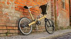 There is a kernel of a really cool idea in the Carma Project, sponsored by ad firm Leo Burnett Lisbon. They made a bike with as many reclaimed car parts Junkyard Cars, Scrap Car, Cycle Chic, Best Dating Apps, Futuristic Technology, Transporter, Bicycle Accessories, Bicycle Design, Akita