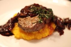 Steak with red wine sauce and pumpkin puree - Rinderfiletsteak mit Rotweinschalotten und Kürbispüree Roast, Cooking, Wine, Red, Food Food, Christmas