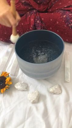 Allow the vibrations to penetrates the cells of your body and bring alignment to your soul Meditation Methods, Meditation Benefits, Meditation Space, Yoga Meditation, Meditation Pictures, Singing Bowl Meditation, Sound Bath, Before And After Weightloss, Sound Healing