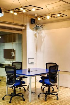 Digital Nest - Stage in the vibrant office for events, presentation, performances or just for work - flexible spaces to suit all requirements of a young staff base Workspace Design, Office Interiors, Nest, Stage, Presentation, Vibrant, Layout, Events, Urban
