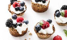 Ontbijt is de belangrijkste maaltijd van de dag. Deze overheerlijke havermout-ontbijttaartjes zijn super gezond en je kunt er eindeloos mee variëren.