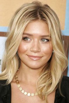 Medium Length Hairstyles For Thick Hair And Round Faces ~ http://wowhairstyle.com/popular-medium-length-hairstyles-for-thick-hair/