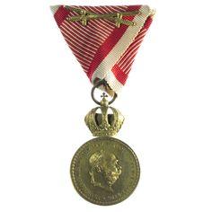 Kaiserreich Österreich. Franz Joseph I. 1848 - 1916 Bronzene MVM SIGNVM LAVDIS mit Schwertern