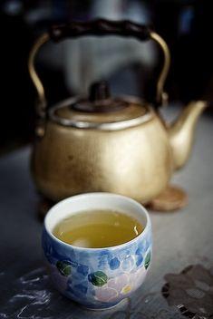 japanese roasted green tea / ほうじ茶 / nachosan / flickr