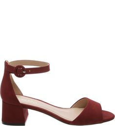 Em nobuck, a sandália de salto bloco baixo na cor vermelho Rubi Wine é um super coringa! Combine-a com peças em estilo boho-chic, como saias e vestidos longos, além de shorts de alfaiataria ou mesmo
