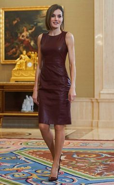 The Queen Letizia slipped into a sleek lambskin leather Hugo Boss number paired with burgundy pumps. Royal Fashion, Star Fashion, High Fashion, Dress Fashion, Princess Letizia, Queen Letizia, Style Royal, Beautiful Evening Gowns, Leather Dresses