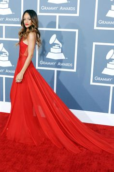 The Best Red Carpet Gowns of All Time - 100 Best Red Carpet Dresses of All Time – Most Iconic Red Carpet Looks - Grammy Fashion, Rihanna Fashion, Bikini Rose, Robes D'oscar, Street Style Fashion Week, Vestidos Oscar, Best Gowns, Jessica Parker, Red Carpet Gowns