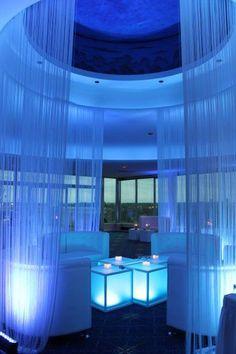 What a lounge! Lounge Lighting, Event Lighting, Cool Lighting, Lounge Design, Lounge Decor, Le Grand Bleu, Nightclub Design, Blue Lounge, Wedding Lounge