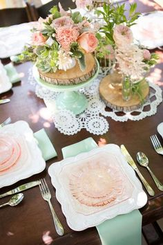 & Pink} Owl Inspired Baby Shower {Mint & Peach} love the tablescape and place settings{Mint & Peach} love the tablescape and place settings Color Durazno, Owl Diaper Cakes, Color Menta, Peach Love, Summer Wedding Colors, Green Wedding, Pink Owl, Decoration Table, Centerpiece Ideas