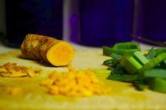 Superfood Turmeric: The Healing Power of Curcumin Need to heal your body? Curcumin can do the job and more. Curcumin Benefits, Turmeric Health Benefits, Ayurveda, Superfood, Grow Turmeric, Turmeric Curcumin, Turmeric Paste, Turmeric Tea, Health Products