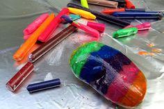Disfruta con tus pequeños de esta actividad... busca crayones, calienta las piedras y a divertirse creando...