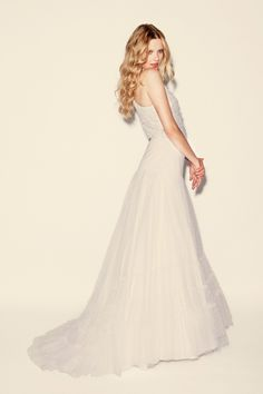 Delphine Manivet    (idée coiffure, style, http://www.weddinginspirasi.com/2010/04/07/delphine-manivet-unique-retro-wedding-dresses/)