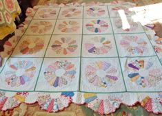 Finely Done Handmade Antique Quilt Dresden Plate Pattern Circa Ohio VGC Dresden Plate Patterns, Quilt Block Patterns, Quilt Blocks, Hexagon Quilt, Pattern Blocks, Dresden Quilt, Quilting Projects, Quilting Designs, Sewing Projects