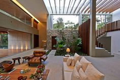Ispirations Indoor Garden Architecture Design For Your Home Fascinating Interior with White Sofa and Natural Indoor Garden Patio Interior, Interior Exterior, Garden Architecture, Architecture Design, Home Design, Home Interior Design, Design Ideas, Modern Design, Brazil Houses