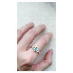 Carinha de jóia antiga: Anel triângulos com baguete