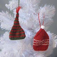 Free #knitting pattern for Tiny Toque Ornaments! These little guys make great wine toppers, too.