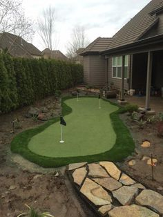 Golf Tips and Articles No Grass Backyard, Backyard Games, Backyard Projects, Outdoor Projects, Backyard Sports, Outdoor Games, Backyard Ideas, Home Putting Green, Outdoor Putting Green