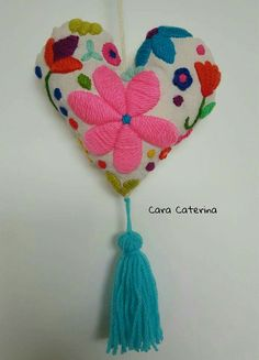 Embroidery Hearts, Basic Embroidery Stitches, Felt Embroidery, Cross Stitch Embroidery, Mexican Christmas Decorations, Chicken Scratch Embroidery, Textile Jewelry, Mexican Art, Wool Applique