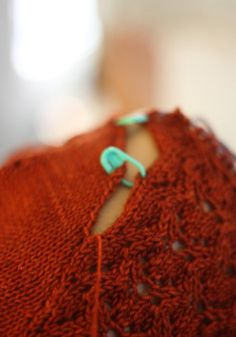 Pretty Sleeves: Part 2 Tips for seaming set-in knit sleeves from Julia Trice / Mind of Winter