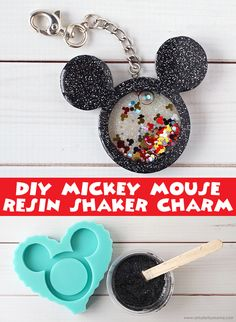 Mickey Mouse resin shaker charmMickey Mouse Resin Shaker Charm Resincrafts Disney MickeyMouse Disneycrafts Mickey Resin & Glitter Keychain DIY - make itDIY Glitter Keychain for Back to School Diy Resin Art, Diy Resin Crafts, Crafts To Sell, Crafts For Kids, Diy Resin Projects, Mickey Mouse Crafts, Disney Mickey Mouse, Disney Diy Crafts, Acrylic Keychains